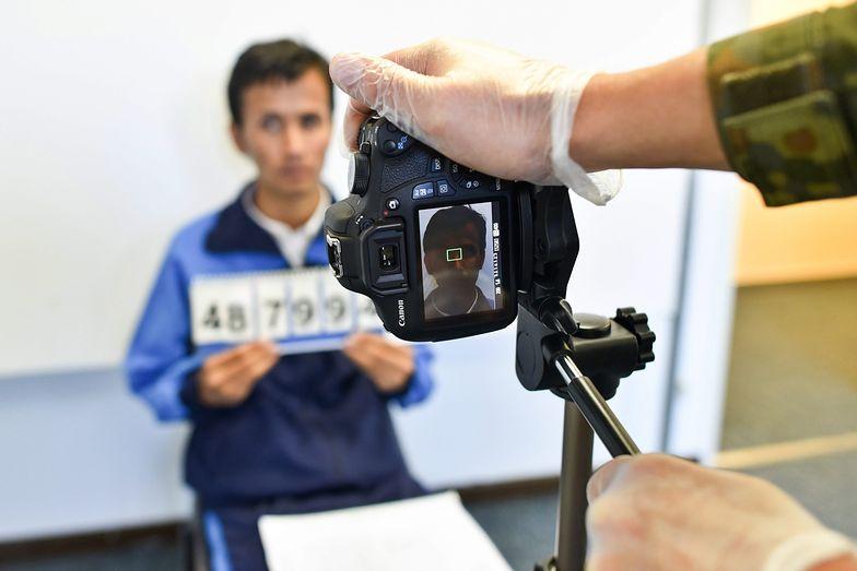 29.09.2015, Heidelberg. Imigrant z Afganistanu w punkcie rejestracyjnym.