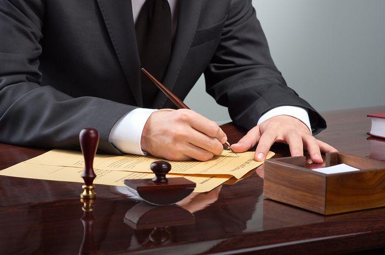 Faktura podatnika zwolnionego z VAT nie zawsze z podstawą prawną