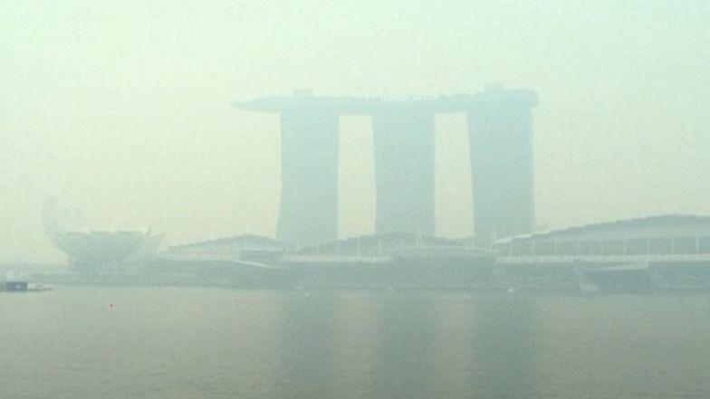 Gigantyczny obłok nad Singapurem