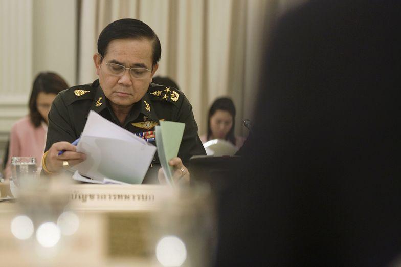 Stan wojenny w Tajlandi. Dowódca sił zbrojnych nakłania do dialogu
