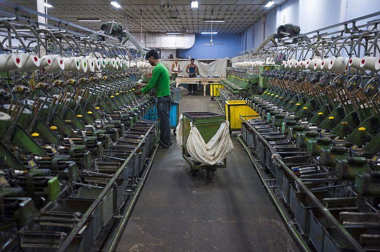 """Raport: holenderskie firmy odzieżowe płacą w Indiach """"głodowe pensje"""""""