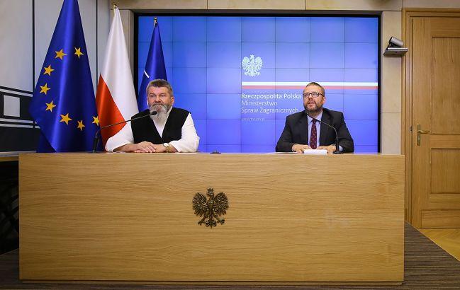 Rzecznik MSZ Marcin Wojciechowski i Sekretarz Komisji Episkopatu Polski<br> ds. misji o. Kazimierz Szymczycha