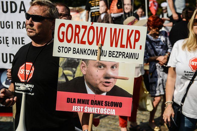 Protest frankowiczów. Przed Sejmem stanęło miasteczko namiotowe