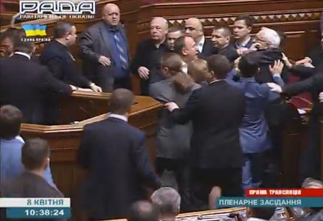 Wybory na Ukrainie. Co najmniej pięć ugrupowań może wejść do parlamentu