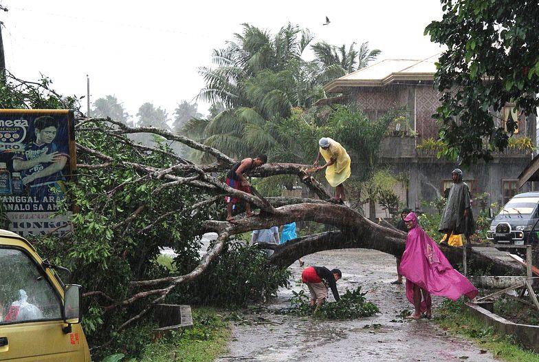 Tajfun na Filipinach. Liczba ofiar przekroczyła 475 osób