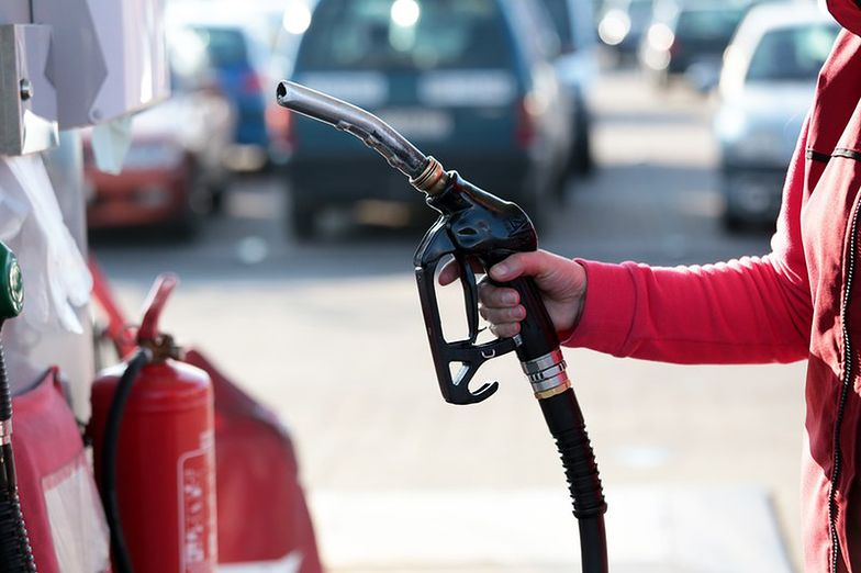Ropa najtańsza od dziewięciu miesięcy. Ale nie na polskich stacjach