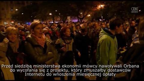 Tysiące ludzi na Węgrzech protestowały przeciwko wprowadzeniu podatku od Internetu