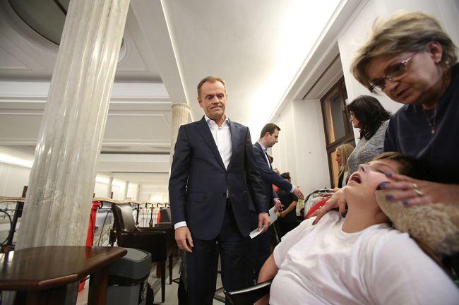 Tusk podniósł zasiłki dla niepełnosprawnych o połowę