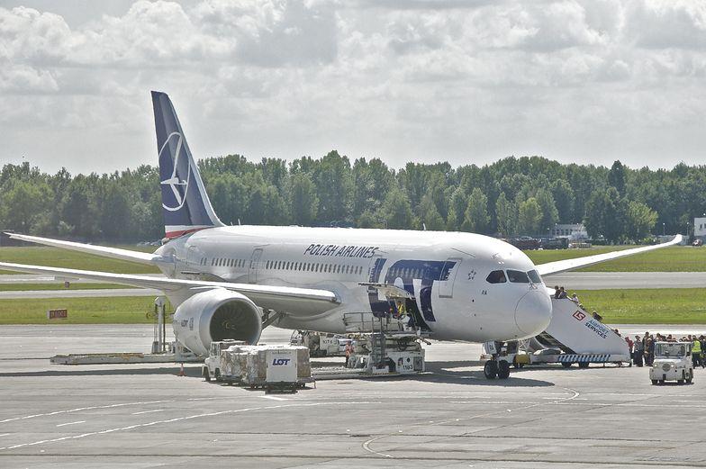 Awaryjne lądowanie w Glasgow. Dreamliner wrócił do Warszawy