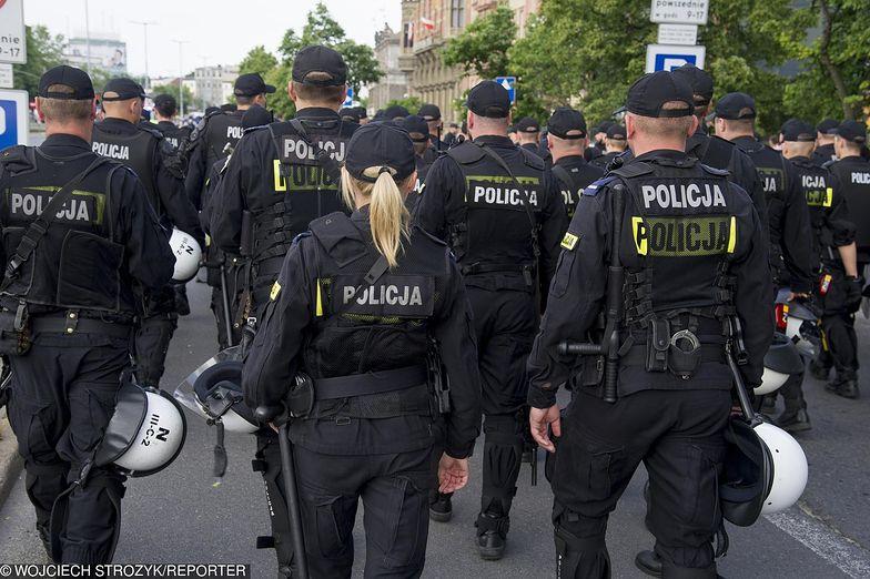 """Policjanci mówią o """"psiej grypie"""""""