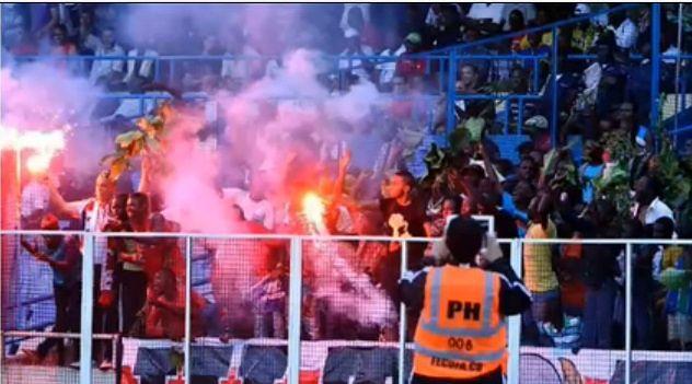 15 osób zginęło w rezultacie paniki na stadionie