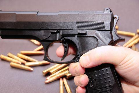 Posiadanie broni w USA. Dwuletni chłopiec zastrzelił swoją matkę