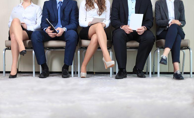 Direct search zazwyczaj dotyczy poszukiwania określonego pracownika, a nie grupy pracowników