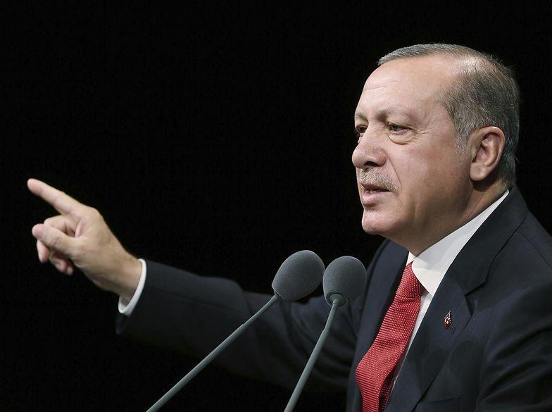 - Jeśli UE zamierza zrobić krok naprzód, jest tylko jeden na to sposób. A mianowicie poprzez obdarowanie Turcji członkostwem - mówi prezydent Turcji.
