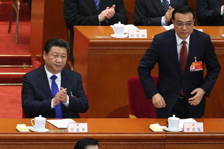 Premier Li Keqiang (po prawej) z prezydentem Xi Jinpingiem</br>podczas sesji parlamentu
