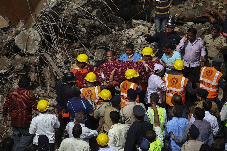 Indie: Zawalił się budynek, dziesiątki osób uwięzionych pod gruzami