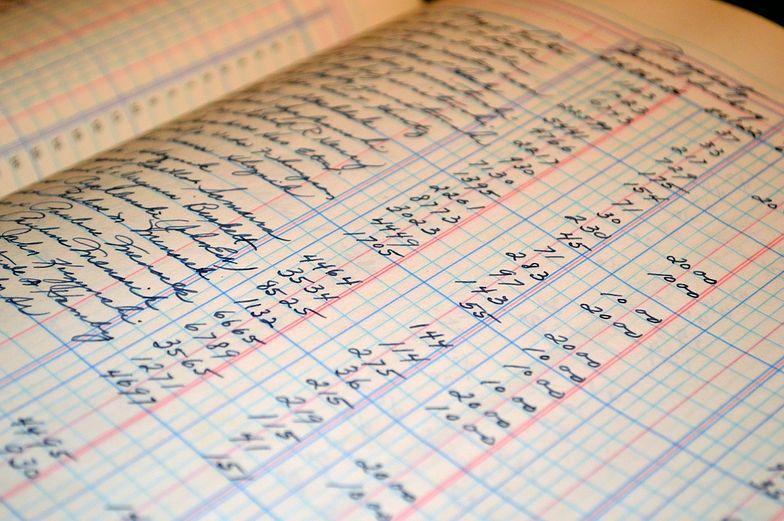 Książka przychodów i rozchodów może być prowadzona przez przedsiębiorcę lub księgowego