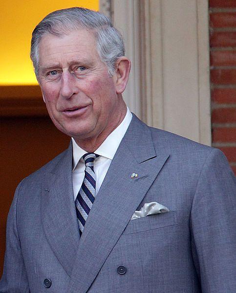 Książę Karol prowadzi krecią politykę