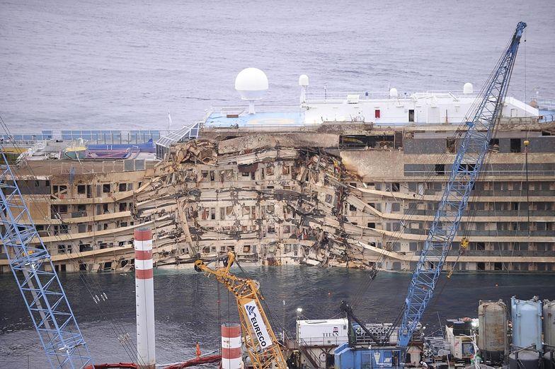 Wrak Costa Concordia podniesiony. To sukces wielkiej operacji