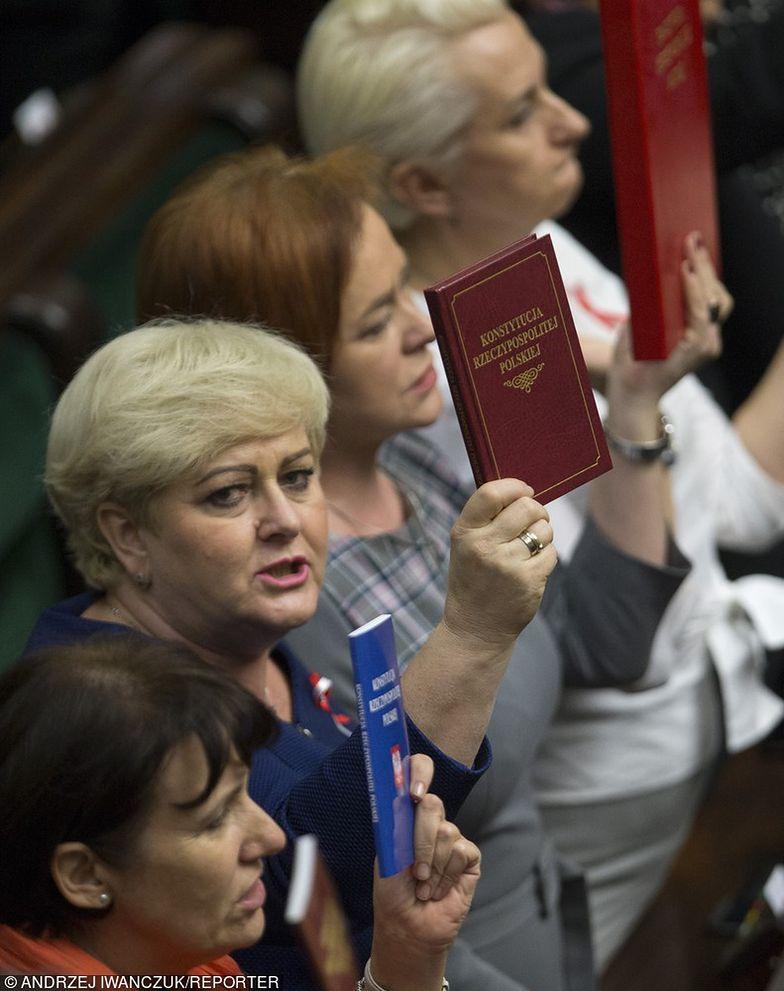 posłowie podczas obrad Sejmu
