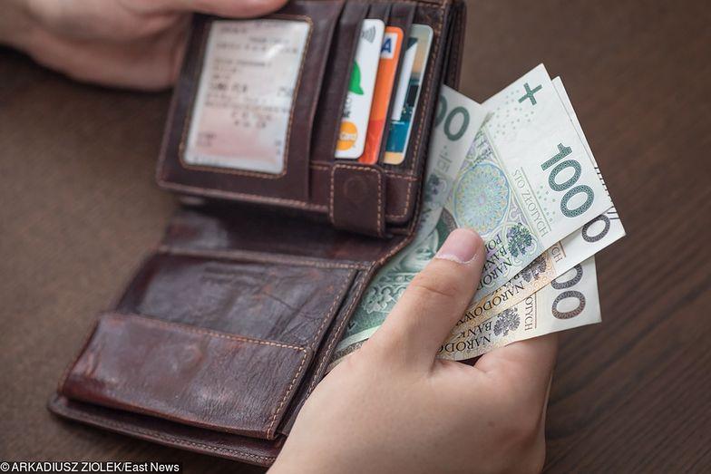 W portfelu przeciętnego Polaka z roku na rok jest coraz więcej pieniędzy.