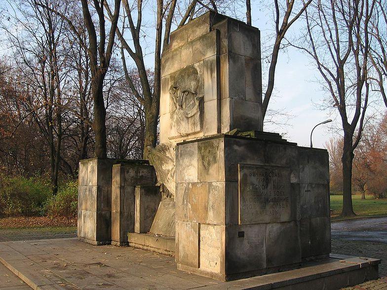 Ten pomnik nie spodobał się młodym działaczom PiS</br>