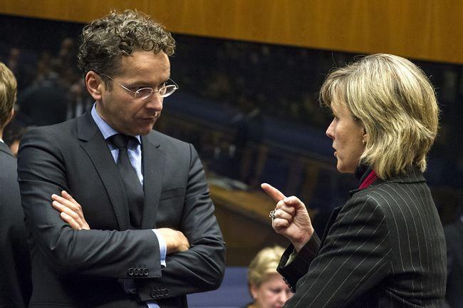 Holenderski minister finansów Jeroen Dijsselbloem i portugalska minister<br/> finansów Maria Luis Albuquerque na spotkaniu w Luksemburgu