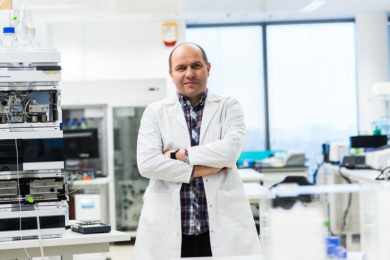 Dr Jacek Jemielity z zespołem opracował lek przeciw nowotworom. Komercjalizacja wynalazku nie była jednak tak prosta.
