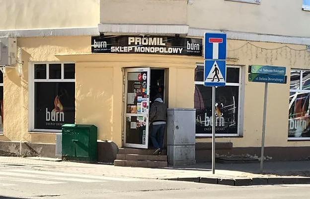 """Na 18 marca przypadała kolejna niedziela z zakazem handlu. To nie przeszkadzało,  by otworzyć monopolowy """"Promil"""" w Ełku"""