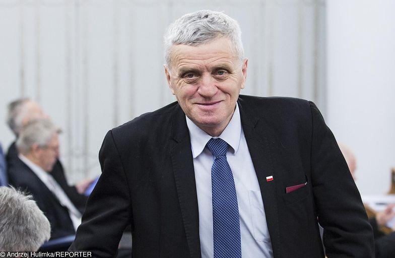 Senator Stanisław Kogut był na kolei szarą eminencją. Teraz sciągął na nią CBA