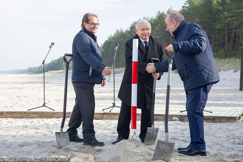 Jarosław Kaczyński wbił pierwszą łopatę przy przekopie Mierzei Wiślanej.