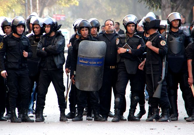 Sąd w Egipcie skazał ponad 180 osób na śmierć. Za atak na policjantów