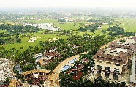 Luksus made in China. Zobacz największe pole golfowe świata
