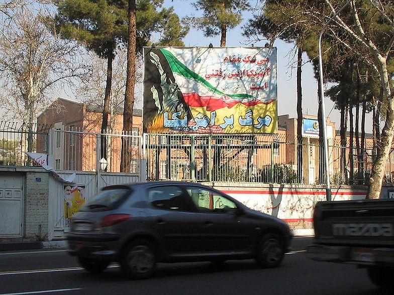 To pod tym budynkiem w Teheranie zebrały się dziś tłumy</br>