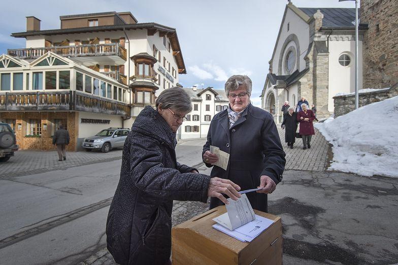 Szwajcarzy odrzucili pomysł reformy podatkowej. Holdingi nie straciły przywilejów