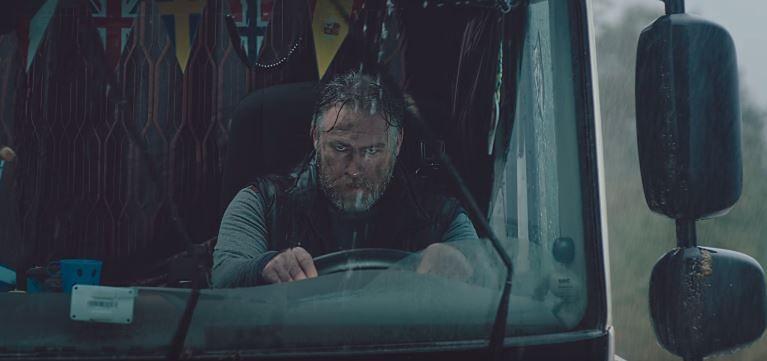 Kadr z filmu firmy Adar, który podbił polski internet