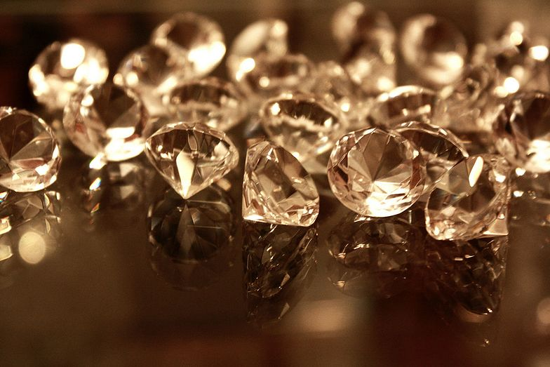 Inwestycje w diamenty. Polacy korzystają z tej opcji coraz chętniej