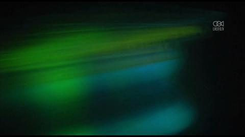 Statua Chrystusa Odkupiciela podświetlona na zielono