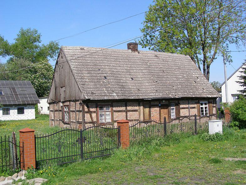 Opuszczony dom we wsi Trutnowy niedaleko Gdańska