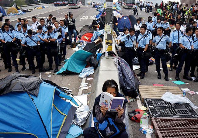 Protesty w Hongkongu. To koniec parasolkowej rewolucji?