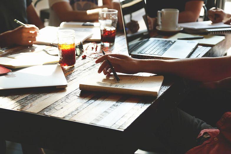 Freelancer ceni elastyczność pracy, lecz boi się utraty płynności