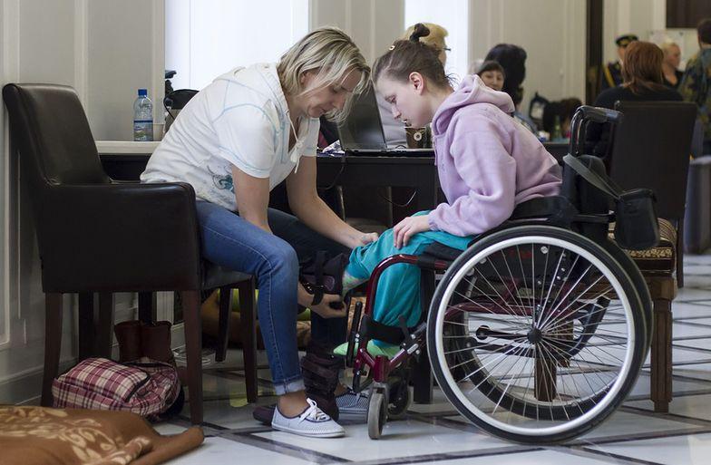 Wózek dla niepełnosprawnych kosztuje do 15 do 35 tys. zł. Maksymalna refundacja nie przekracza 9 tys. zł.