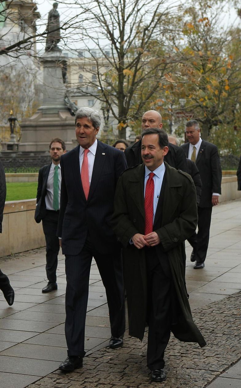 Stephen Mull (po prawej) i John Kerry w Warszawie
