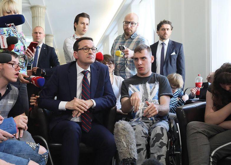 Premier minął się z prawdą, gdy mówił o podwyżce świadczeń dla niepełnosprawnych