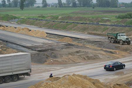 Remonty dróg w Polsce. Dzięki łagodnej zimie, więcej pieniędzy na inwestycje