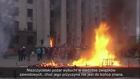 Płonący budynek, dziesiątki ofiar w Odessie
