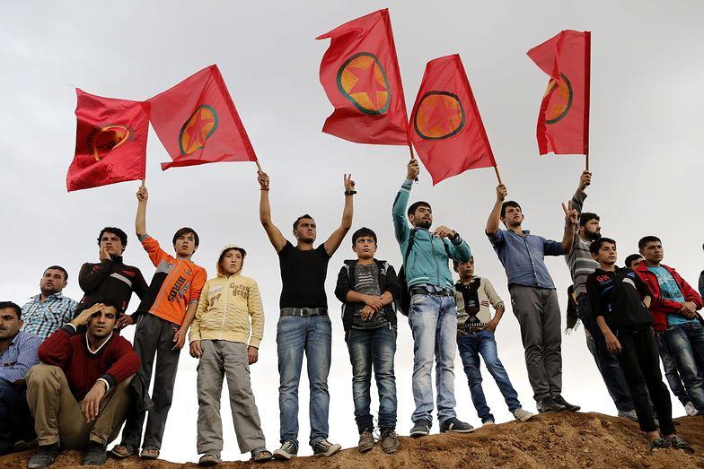 Konwój ciężarówek z bronią i amunicją dla Kurdów