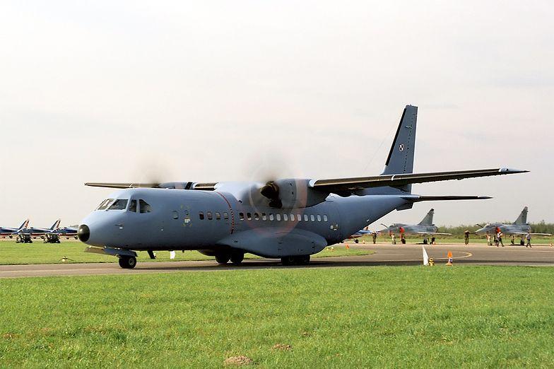 Prawo lotnicze. Cywilne samoloty będą mogły lądować na wojskowych lotniskach