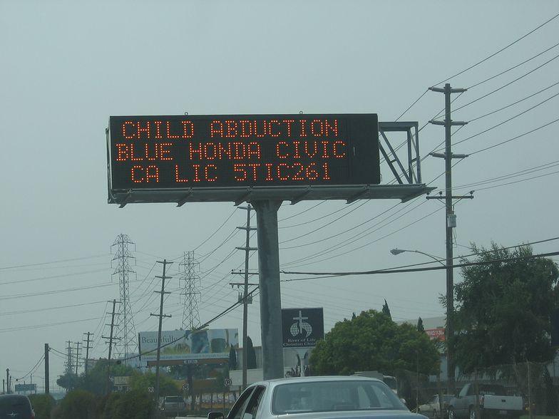 Tak działą child alert na autostradzie w USA
