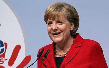 Jeśli wybory we Francji wygra Hollande, to Merkel go zaakceptuje